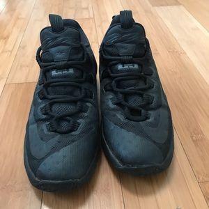 Youth Nike Lebron XIII Low Shoes Black Sz 7y FUC